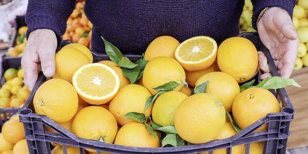 Handla färsk frukt från Kanalis supermarket.