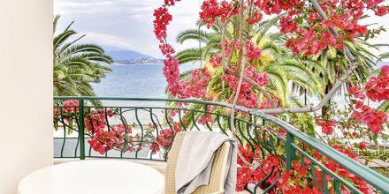 Balkong i ett dubbelrum på hotell Kaonia i Saranda, Albanien.