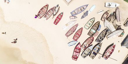 Fiskebåtar vid Santa Maria Beach på ön Sal, Kap Verde.