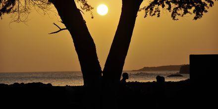 Solnedgång över ön Santiago, Kap Verde.
