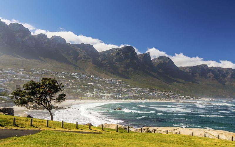 Kapstaden i Sydafrika lockar med vita stränder, varma temperaturer och vacker natur.