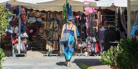 Passa på att shoppa souvenirer med dig hem från Kardamena och Grekland.