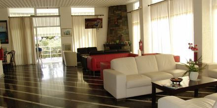 Lobby på Kardamili Beach Hotel i Kardamili, Grekland.