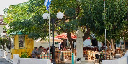 Mysig restaurang i Karlovassi på Samos.