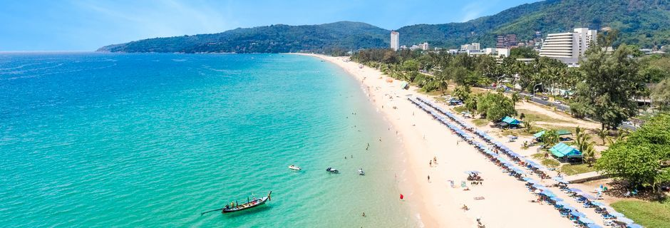 Karon Beach på Phuket i Thailand är ca 5 kilometer lång.