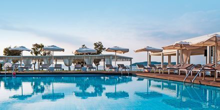 Poolområdet på hotell Kassandra Bay på Skiathos, Grekland.
