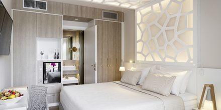 Dubbelrum med plunge pool/ Deluxe dubbelrum med jacuzzi på hotell KB Ammos på Skiathos, Grekland.