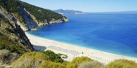En av Europas vackraste stränder, Myrtos Beach, på Kefalonia.