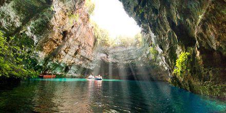 Utflykt till Mellisanisjön i Blå grottan på Kefalonia i Grekland.