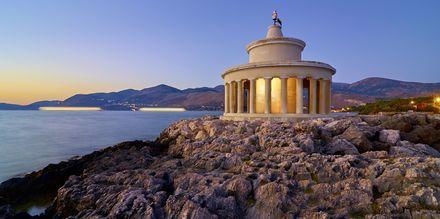 Njut av solnedgången vid fyren i Argostoli.