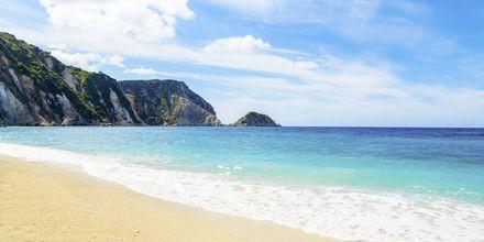 Petani beach på Kefalonia bjuder på kristallklart vatten.