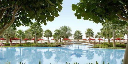 Poolen på Khalidiya Palace Rayhaan i Abu Dhabi, Förenade Arabemiraten.