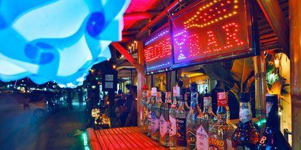 Kvällsliv i Khao Lak, Thailand.