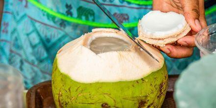Färska kokosnötter säljs som uppfriskande drinkar.