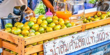Frukt- och grönsaksmarknad i Khao Lak.