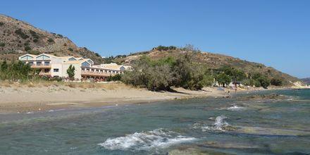 Stranden vid hotell Kiani Beach Resort i Kalives på Kreta, Grekland.