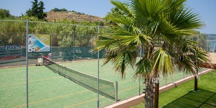 Tennis på hotell Kiani Beach Resort i Kalives på Kreta, Grekland.