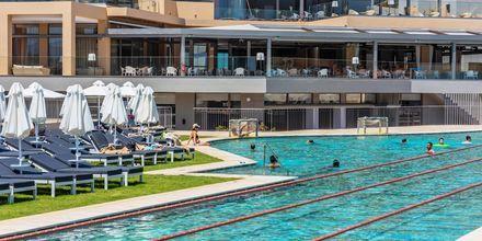 Det nya poolområdet på hotell Kiani Beach Resort i Kalives på Kreta, Grekland.