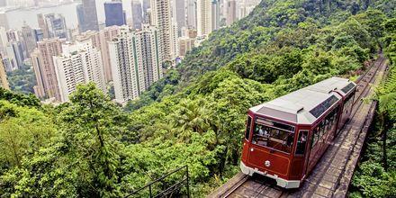 Ta spårvagnen upp till Victoria Peak, en fantastisk utsiktsplats i Hong Kong.