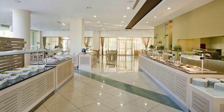 Bufférestaurangen Amvrosia på hotell Kipriotis Maris på Kos, Grekland.