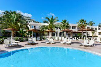 Poolområde på hotell Kipriotis Maris Suites i Psalidi på Kos, Grekland.