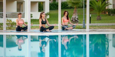 Yoga på hotell Kipriotis Maris Suites i Psalidi på Kos, Grekland.