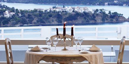 Restaurang på hotell Kivo Art & Gourmet i Vasilias på Skiathos, Grekland.