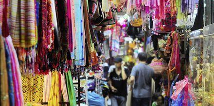 Vad är Thailand utan shopping? I Krabi stad finns marknader att fynda på.