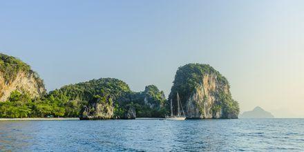 Upptäck mer av skärgården under en båtutflykt till Hong Island.