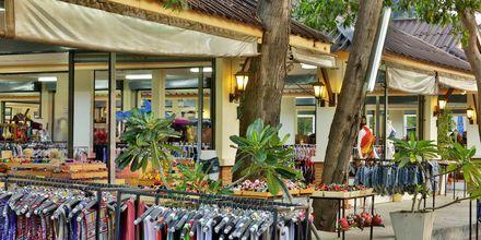 Shopping i Ban Saladan på Koh Lanta, Thailand.