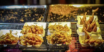 Njut av thailändska smaker på marknaderna.