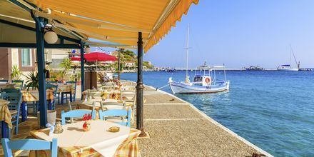 Hamnpromenaden i Kokkari på Samos, Grekland.