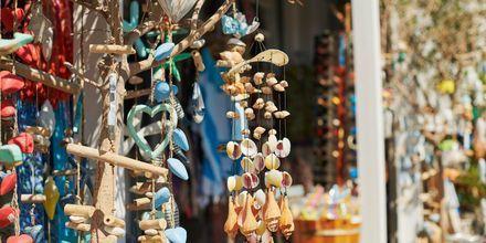 Köp en souvenir som semesterminne från Kokkari.