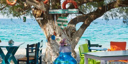 Taverna vid stranden i Kokkari på Samos.