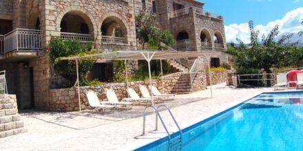 Tvårumslägenhet med delad pool på Kolokotronis Hotel & Spa i Stoupa, Grekland.