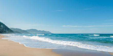 Glyfada-stranden på Korfu, Grekland.