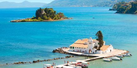 Vackra Mouse Island i närheten av Korfu stad, Grekland.
