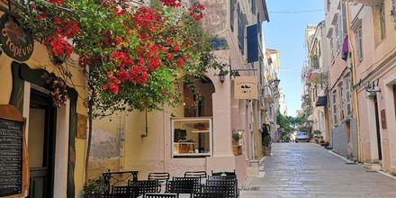 Korfu stad är känt för sina vackra gränder.