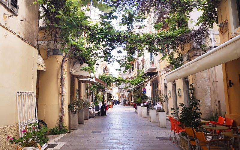 I charmiga Korfu stad möts du av vackra gränder i venetiansk, fransk och engelsk stil.