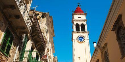 Sankt Spyridon är Korfus helgon, och i gamla stan ligger Sankt Spyridons kyrka.