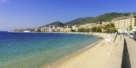 Strandpromenaden i Ajaccio på Korsika.