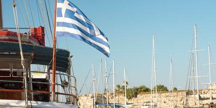 Vackra utsikter i hamnen i Kos stad.
