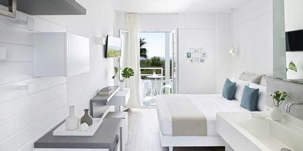 Renoverat dubbelrum på hotell Kouros Seasight i Pythagorion på Samos, Grekland.