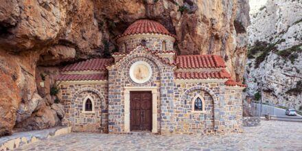 Charmigt kapell i berget i Plakias.