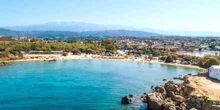 Den mysiga stranden i Agii Apostoli på Kreta.