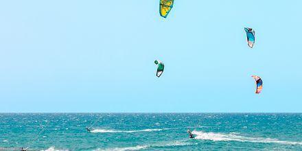 Kitesurfing på Kreta, Grekland.