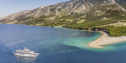 På ön Brac finns en av Kroatiens mest kända stränder, Zlatni Rat.