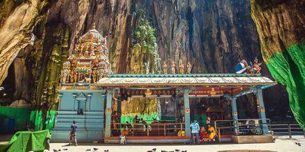 Batugrottorna, eller Batu Caves som det heter på malaysiska, är en av de mest häftiga sevärdheterna i Kuala Lumpur.