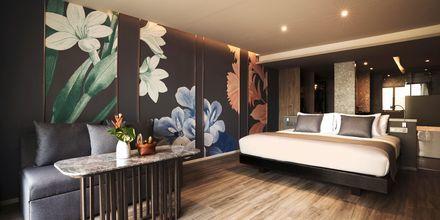 Deluxerum med jacuzzi på hotell La Flora Khao Lak i Khao Lak, Thailand.