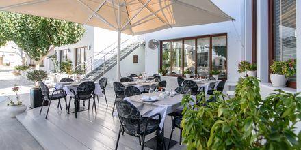 Restaurang på hotell La Mer på Santorini, Grekland.